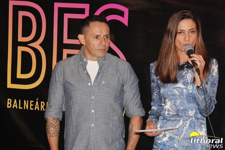 6d27f2321c5c2 Elizangela Cardoso, superintendente do Balneário Shopping, com Alexandre  Padilha, idealizador do evento.