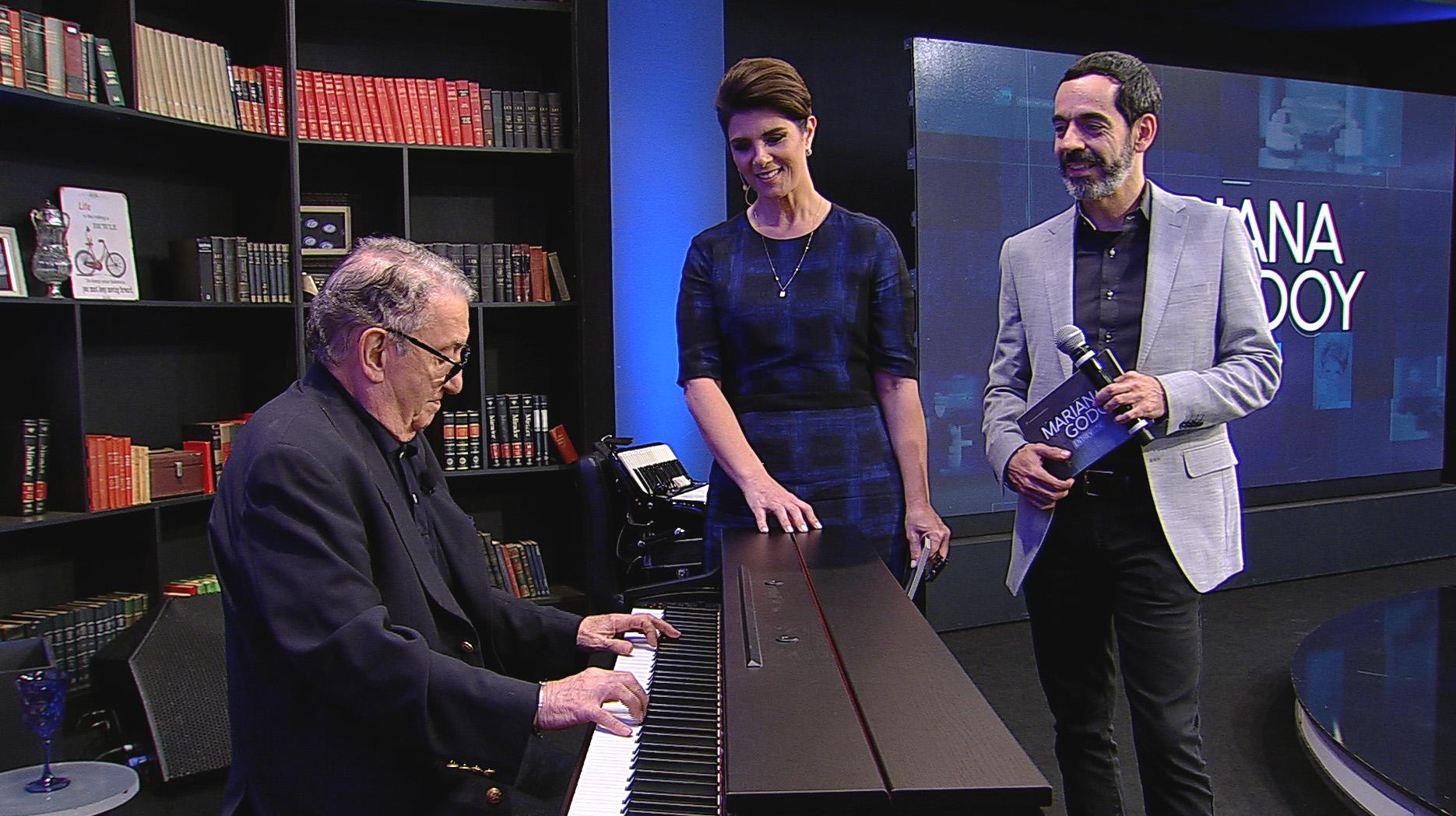 Músico e compositor Caçulinha e a atriz Maria Zilda na REDETV
