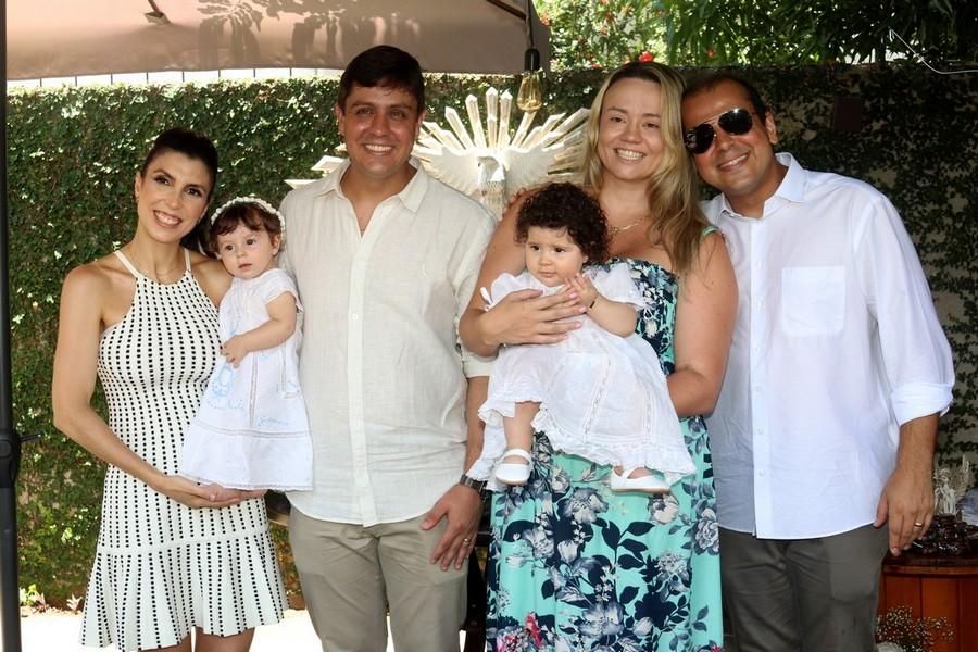 Carolina e Vitor Teixeira com Ana e Juliana e Vinicius Ribeiro com Luisa