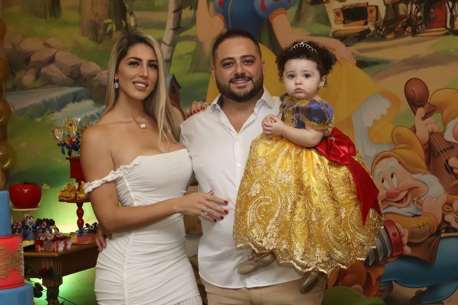 Juliana Mulinario e Odilon Nicchio comemoram primeiro aniversário de Sophia