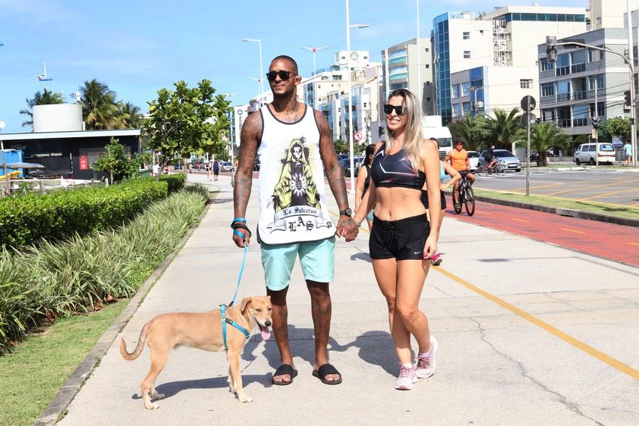 Diego e Almeida e Joelma Ferreira passeando com Thor