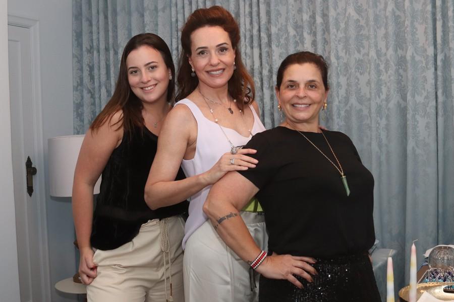 Luana e Suely Matias com Márcia Abreu