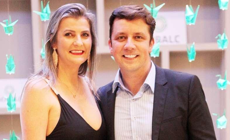 Empresária Maria Pissaia e o prefeito Fabricio Oliveira