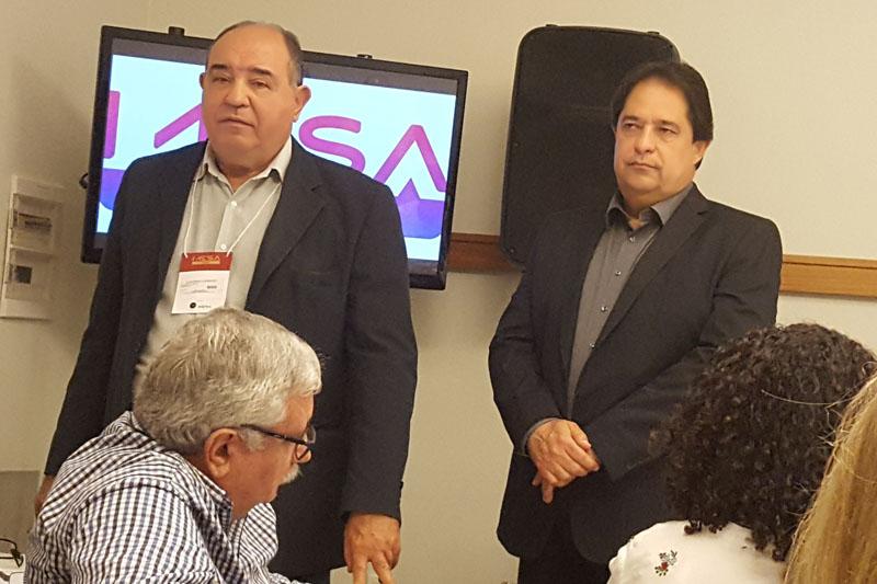 O Presidente da Abrajet Gougônio Loureiro e o Secretário de Turismo da Bahia José Alves, no Mesa ao Vivo 2018, realizado no dia 5 de julho, no Mercure Hotel. (Crédito: Yin yee Carneiro)